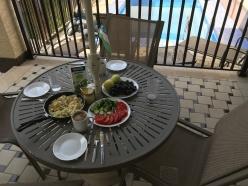 Breakfast outside! Frühstück im Garten!
