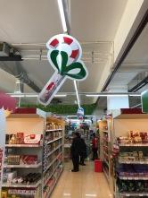 The first Christmas Decorations spottet at a supermarket in Tashkent. Die erste Weihnachtsdeko, die ich in Tashkent in einer Kaufhalle entdeckt habe