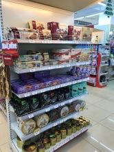There is even German (Christmas) candy. Es gibt sogar deutsche (Weihnachtsfest-) Leckereien!