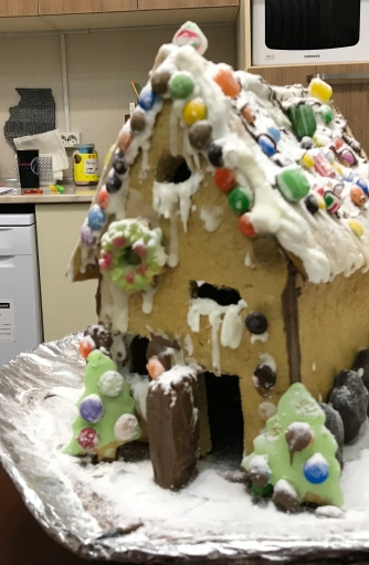 Home made ginger bread house. From Scratch! Selbstgemachtes Lebkuchenhaus!