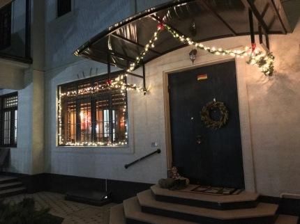 Our decorated front. Unser dekoriertes Haus.