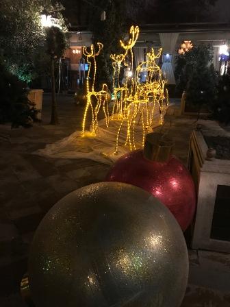 Decorations as seen last Wednesday. Letzten Mittwoch in Taschkent gesehen.